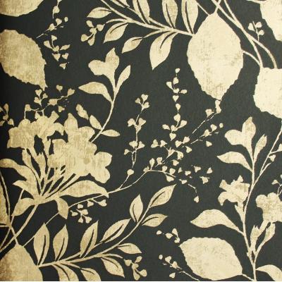 Carta da parati fiori e foglie oro su sfondo nero